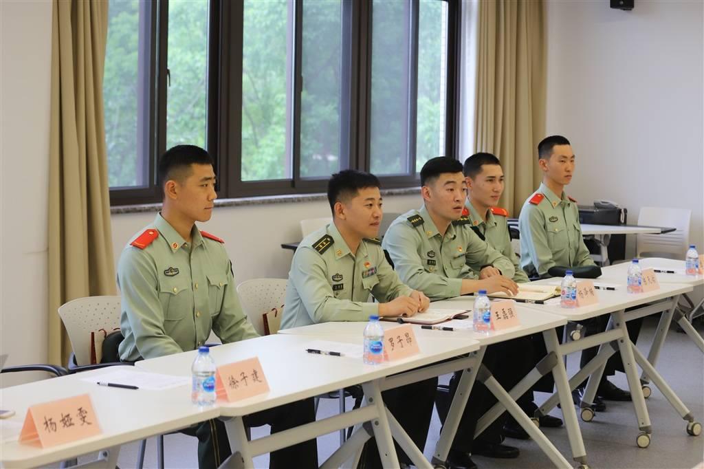讲解党史的青春力量  青年官兵与复旦学子联学互勉