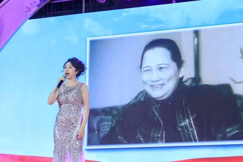 在宋庆龄发表《永远和党在一起》重要讲话的地方,人们以一场演出纪念她