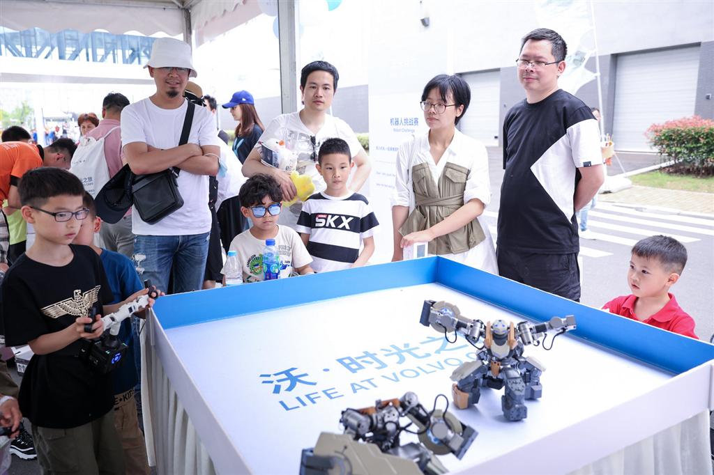 2021年上海城市业余联赛外商职工亲子运动嘉年华举行