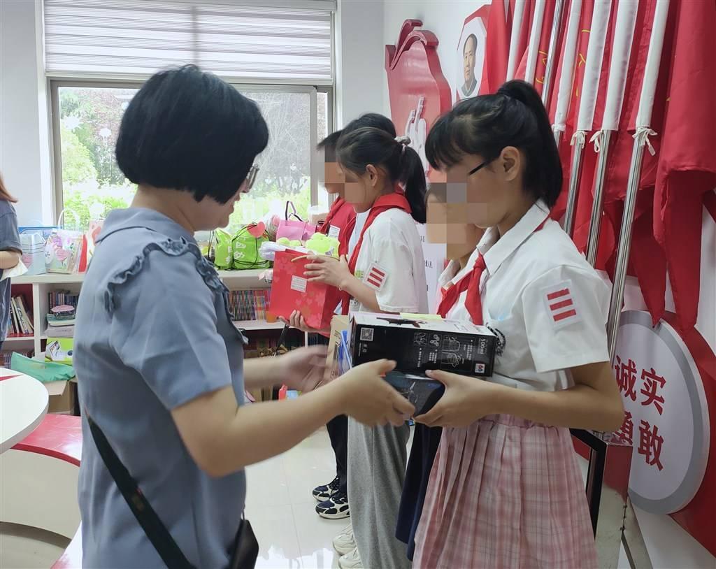 12小时!闵行这所随迁子女学校孩子们的228个微心愿被全部认领