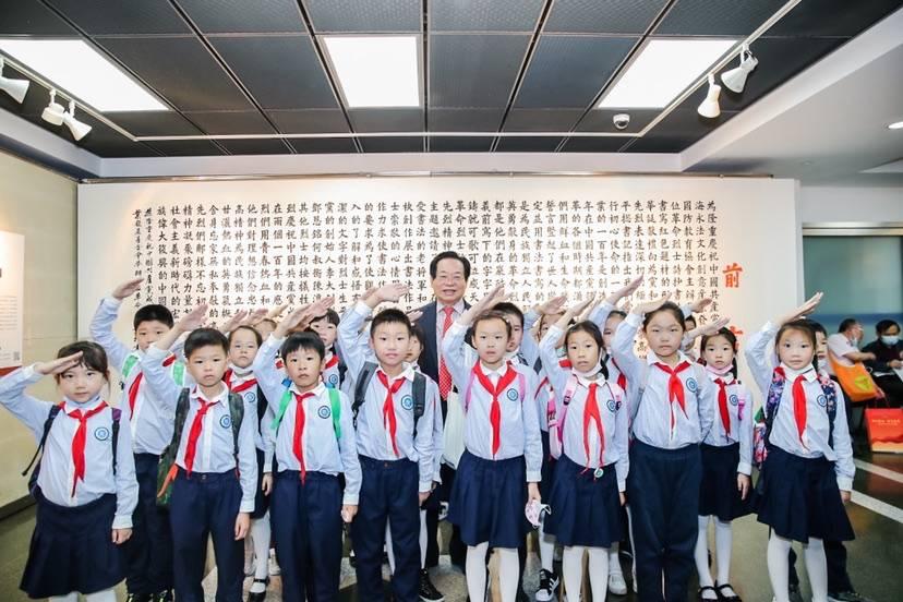 200名少先队员合唱红歌 百位革命烈士诗抄书法作品展今在沪开幕