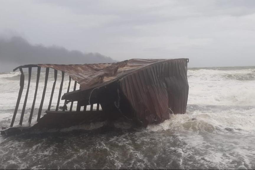 斯里兰卡正面临该国史上最严重的环境灾难