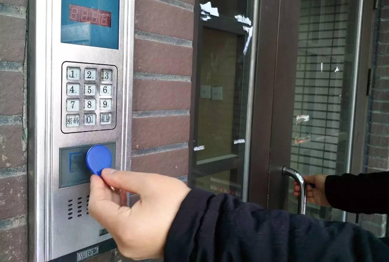 东方时评丨门禁卡可以复制,小区安全如何保证?