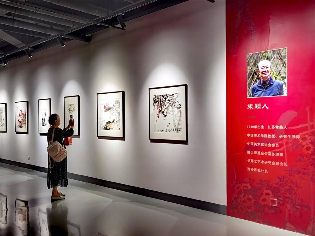 """来闵行这里看""""盛世繁花"""" 朱颖人师生花鸟画作品展免费向公众开放"""