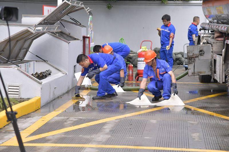 """距黄浦江仅1公里的加油站燃油泄漏怎么办?这场""""应急演练""""找答案"""