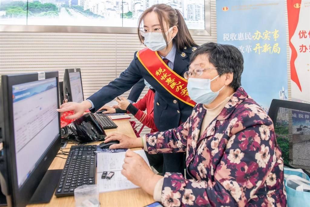 个性化分类服务解难题 上海税务部门推100条便民办税缴费举措