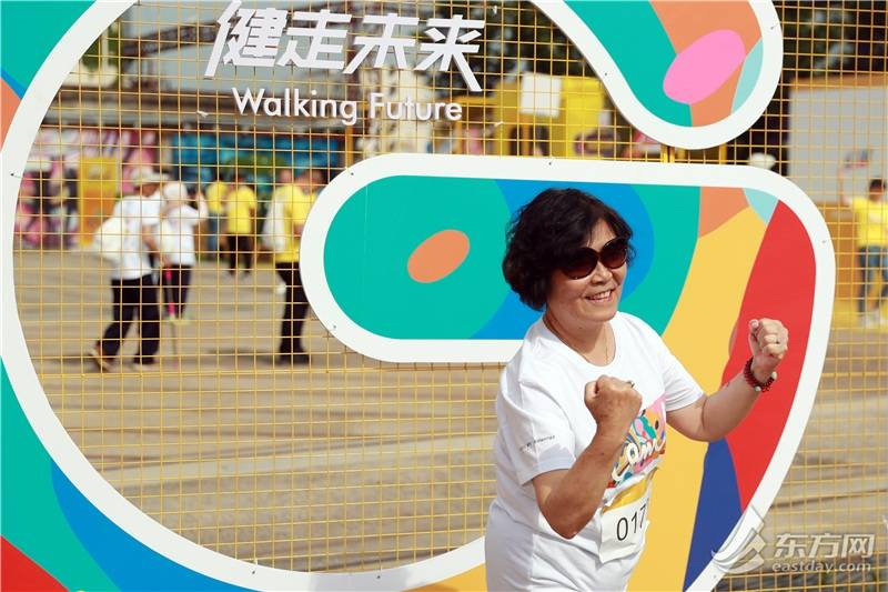 """[组图]世界环境日一起动起来!百余市民杨浦滨江""""低碳Young跑"""""""