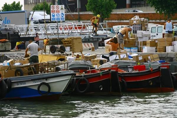 外媒揽要丨6月6日晚报:日本废弃数千剂疫苗  游轮离开威尼斯引抗议
