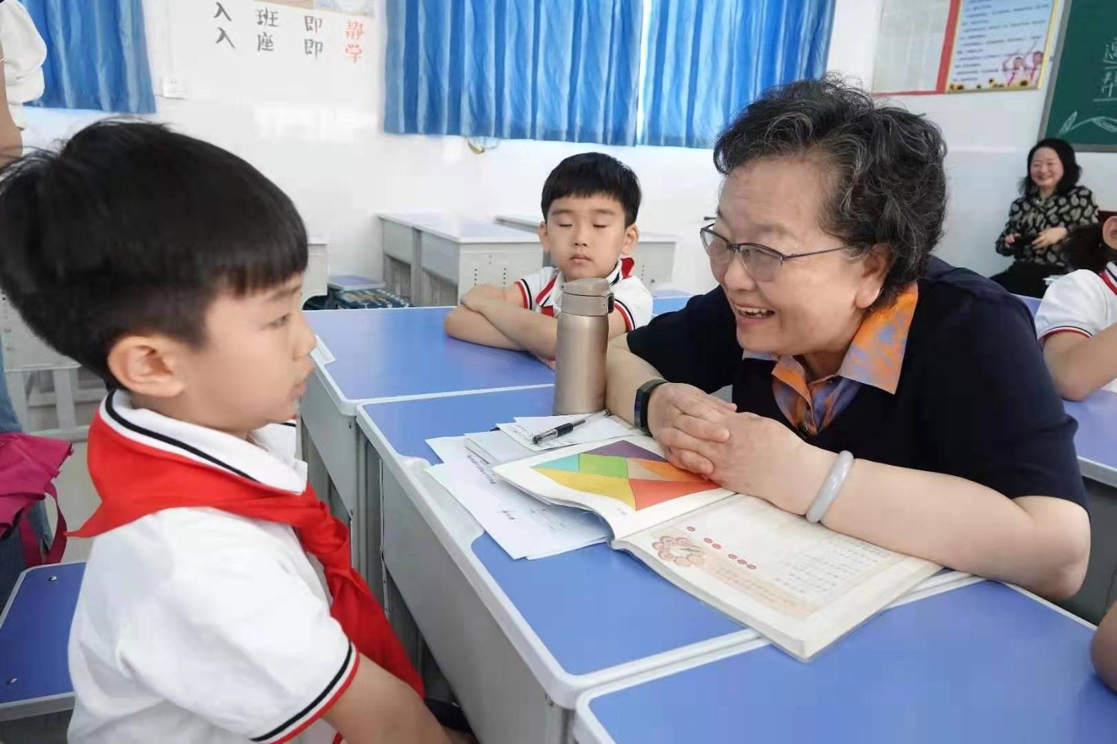 """捐赠智能教学设备 助力乡镇孩子""""起跑"""""""