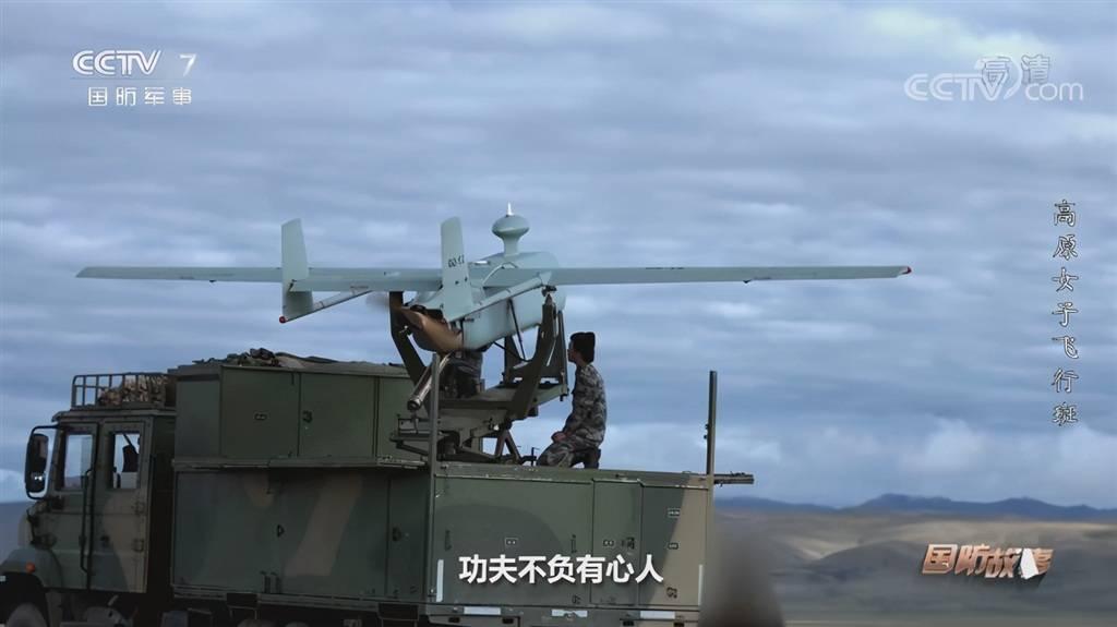 """解放军""""最强卡车炮""""行进至沿海地带 首次在大雾中间接射击"""