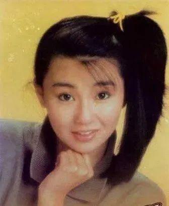 摩登6登录19岁的张曼玉长发飘飘,穿着连身泳装出镜,清纯甜美充满了青春活力(图5)