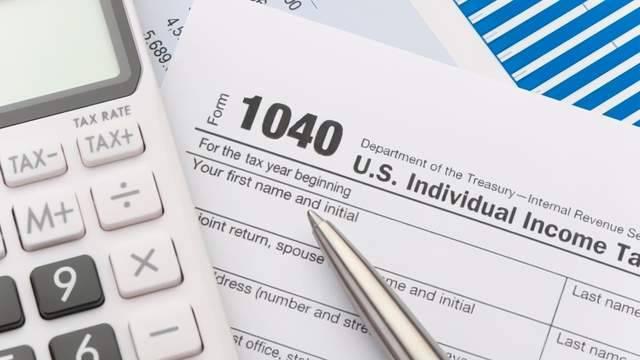 贝佐斯、巴菲特们的税太难收了,美财长沃伦:我们的税收制度被亿万富豪操纵