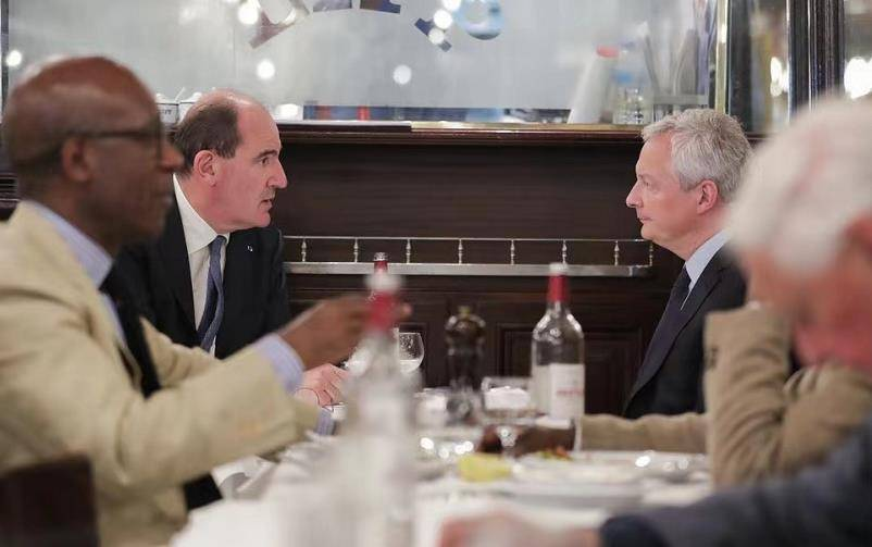 9日当天,卡斯泰与勒梅尔在餐馆共进午餐。 社交媒体 图