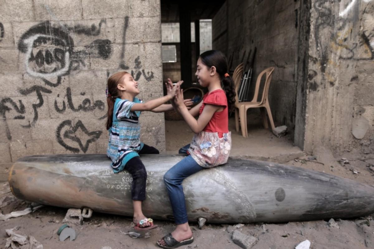几乎无防护的加沙拆弹小组:11天拆掉散落居民区的1200颗未爆弹