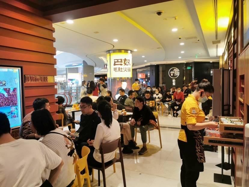 上海火锅店为啥这么火?总数已接近1.2万家,平均每两三天就新增一家