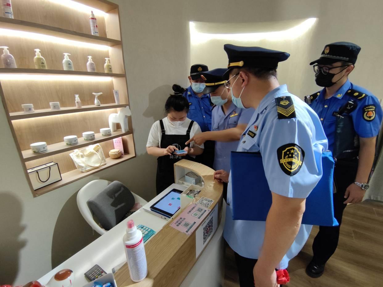 严!严!严!北京北站城管联合市场监管部门牢守疫情底线