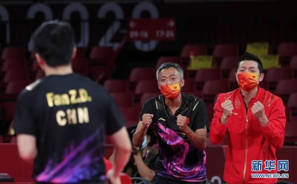 中国队获得东京奥运会乒乓球男子团体冠军[组图]