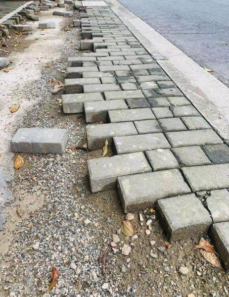 新闻追踪丨人行道这厢修复那厢又坏 市民呼吁彻底修补