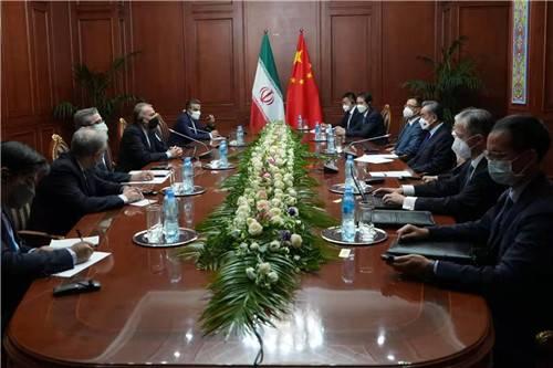王毅会见伊朗外长:中方支持伊成为上合组织正式成员