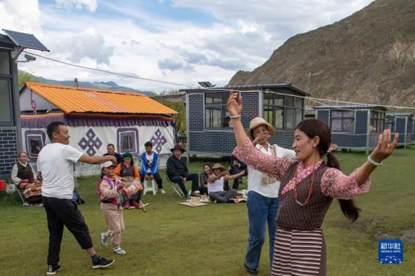 """""""过林卡"""":西藏群众享受休闲时光"""