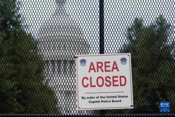 美国华盛顿:防范突发事件 国会设隔离围栏