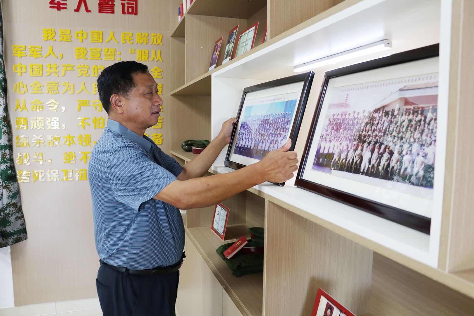 """穿在""""心上""""的军装永远不会脱下,朱泾镇在村里建起了退伍军人服..."""