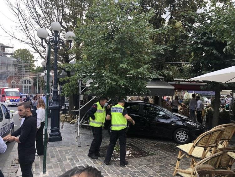 法国一汽车冲撞咖啡厅露天座位 致6人受伤