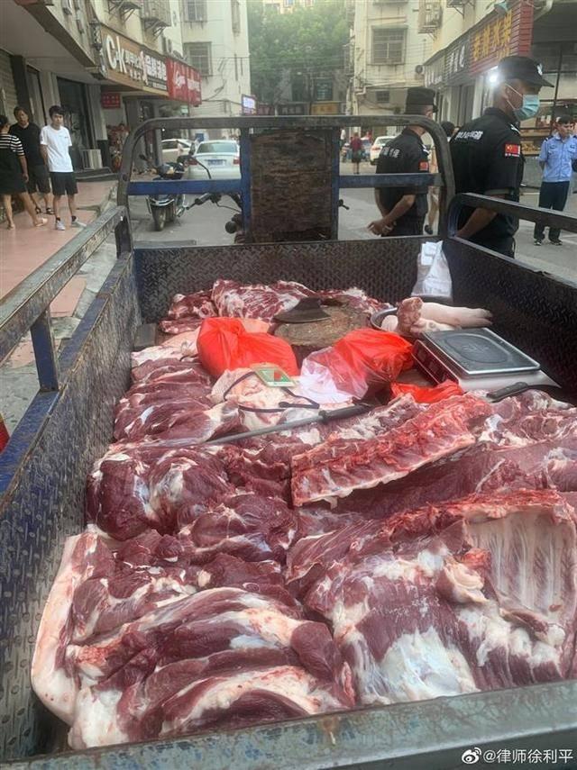 玉山通报城管扣违规商贩三百斤猪肉:防止肉变质贬值送福利院