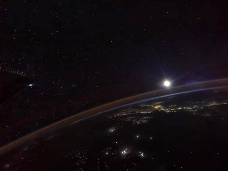 航天员镜头下的月亮长啥样?