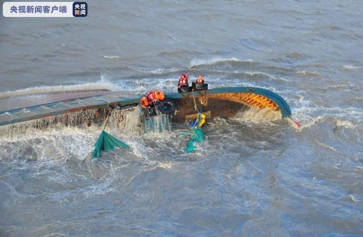 辽宁大连两货船沉没、一渔船侧翻 12人全部获救