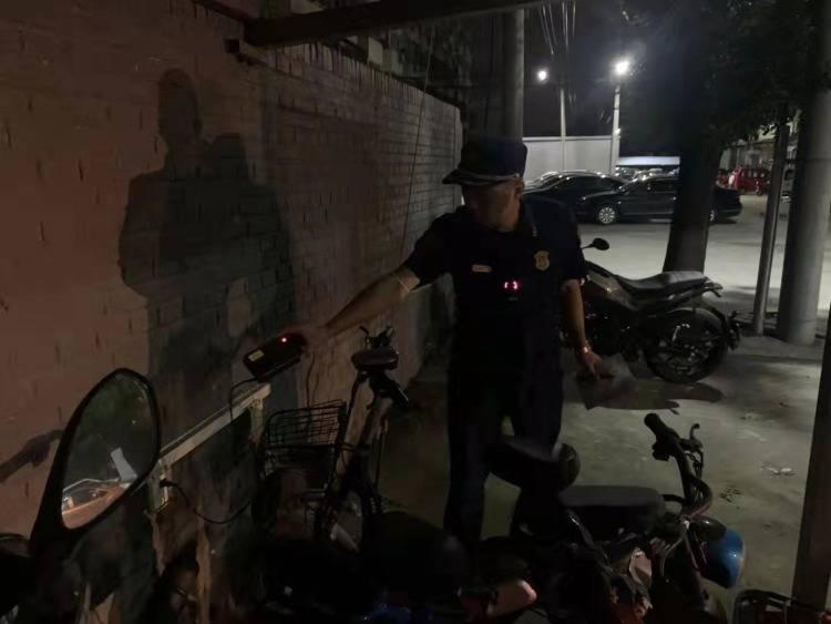 """深刻吸取""""9.20""""亡人火灾教训,通州夜查电动自行车,5人被..."""