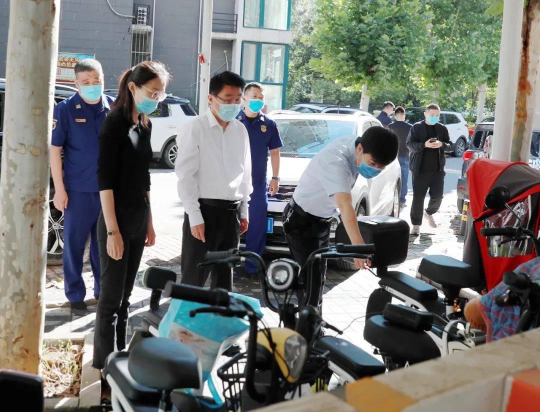 顺义区委书记高朋检查节日期间消防安全和商品供应工作