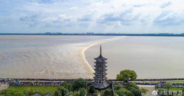 八月十八观钱江潮游客量趋饱和,海宁盐官景区建议择日再去