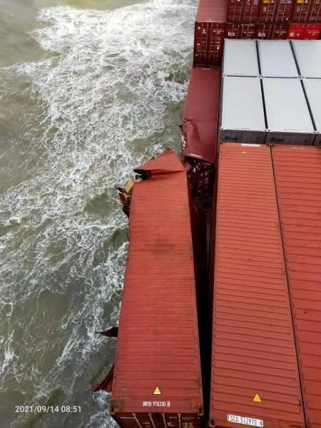 """边检专事专议发放两张搭靠、登轮""""许可证"""" 助船壳破裂外轮顺利..."""