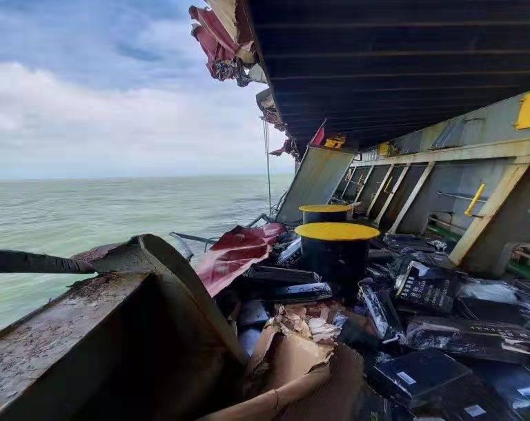 八小时海上抢险! 外轮顺利脱险……