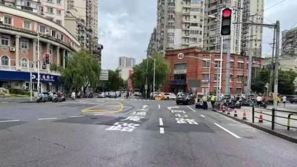 """易拥堵的不规则路口顺畅了! 东江湾路南端经""""微改造""""通行提升..."""