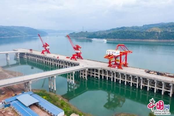 重庆忠县:长江上游首个万吨级码头月底投入运营