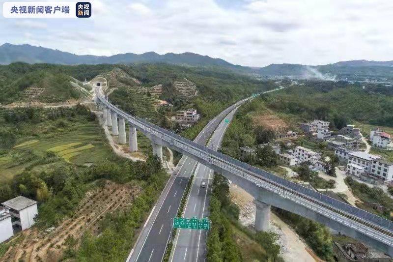 兴泉铁路兴宁段建成通车,结束了8个革命老区不通铁路的历史