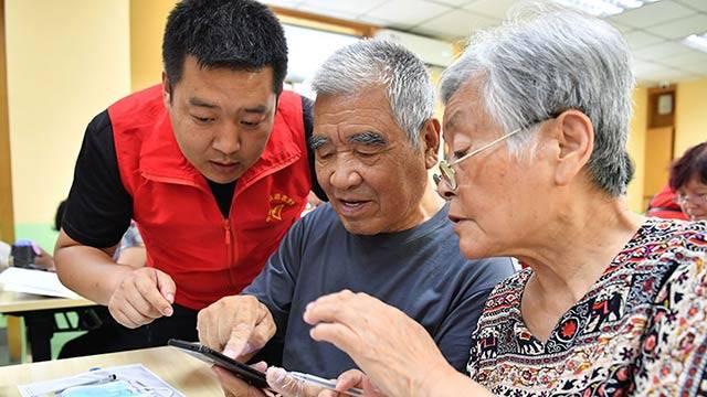 全国老年人口抚养比 10年提高7.8%