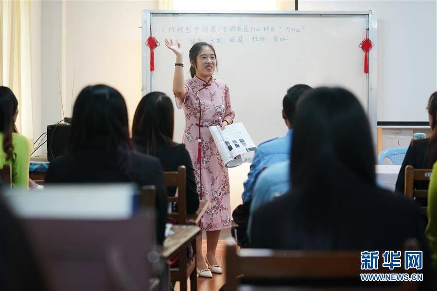 (习近平出访配合稿·图文互动)(3)通讯:缅甸公务员掀起学中文热