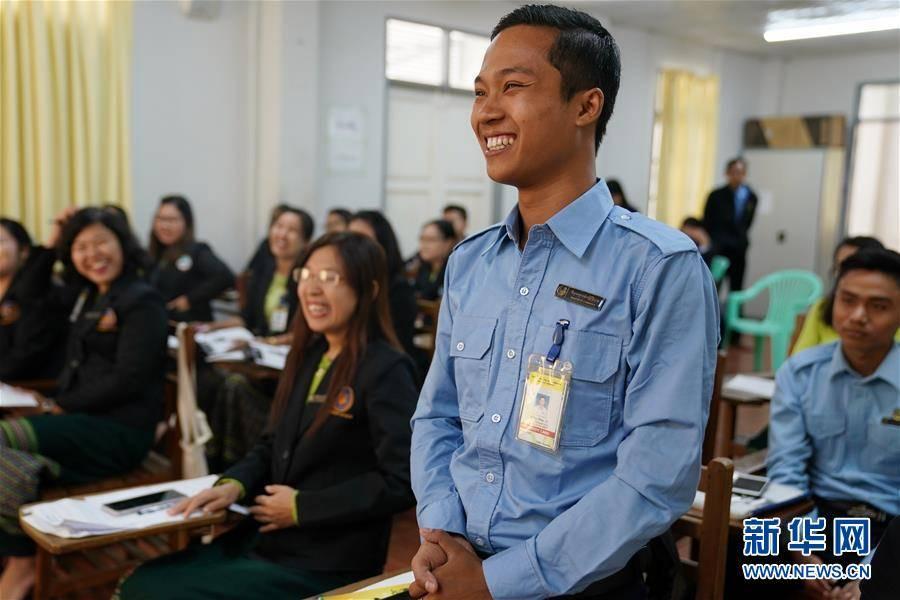 (习近平出访配合稿·图文互动)(5)通讯:缅甸公务员掀起学中文热
