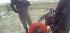 民警危急时刻抱紧轻生少女:小姑娘,没啥过不去的坎
