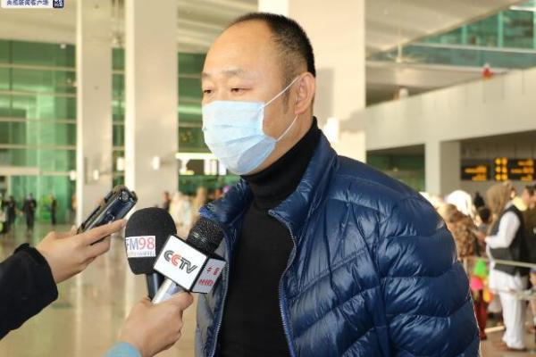 巴基斯坦卫生部高级官员到机场迎接来自中国