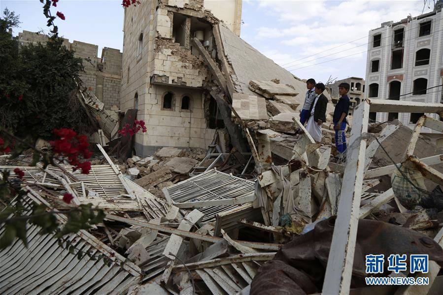 (国际)(1)也门:空袭废墟