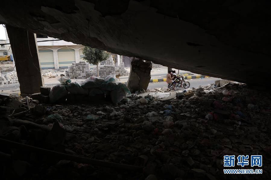 (国际)(6)也门:空袭废墟