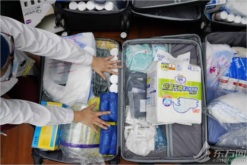 """能想到的都带上  150多只行李连夜打包,只为这些""""逆行者"""""""