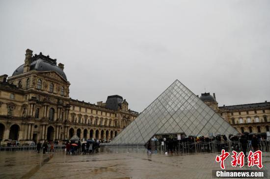 【中国新闻网-傻大方】法国卢浮宫被迫闭馆,工作人员担心疫情拒绝上班