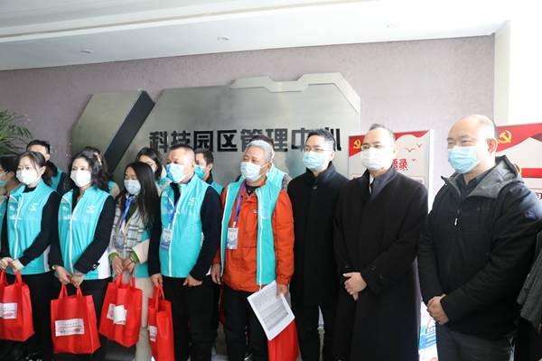 三得利中国向抗击疫情的志愿者捐赠饮料