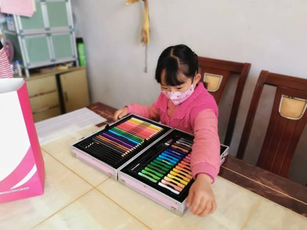 """送蛋糕,买玩具,印寒假作业……松江这一群关爱困难群体的""""邻家妈妈""""好有爱"""
