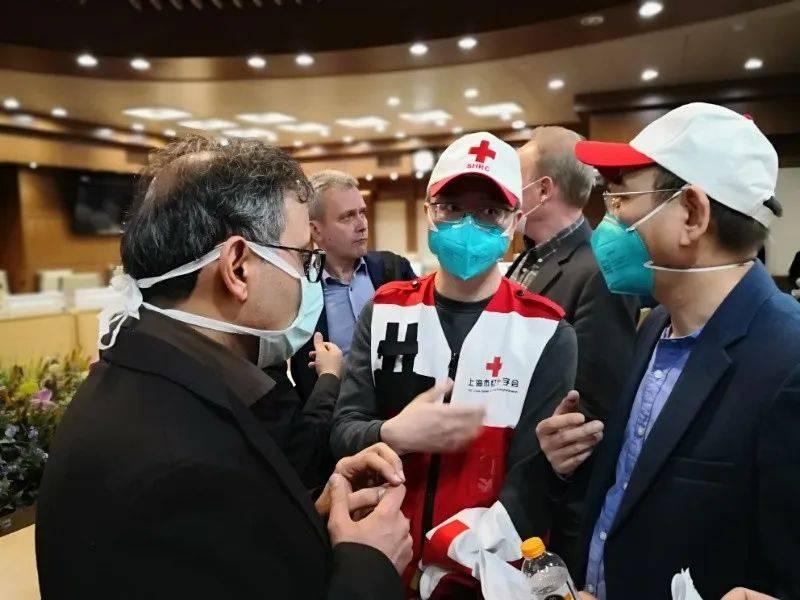 中国专家在与伊朗官员交流。(图片由受访者提供)